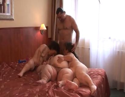 Mujeres solteras bally
