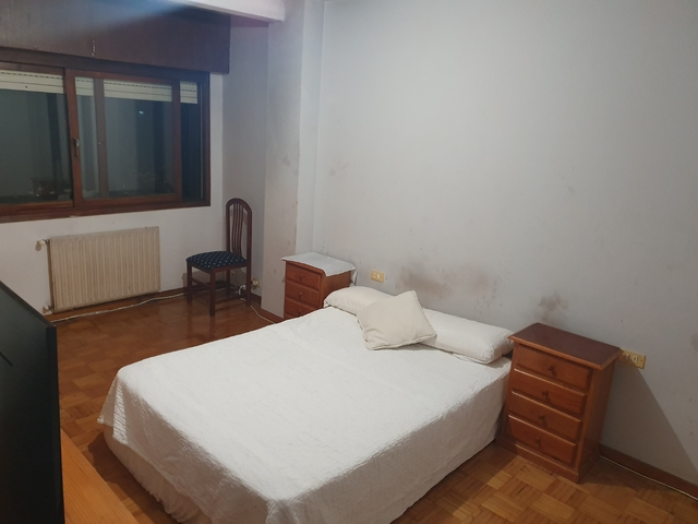 Dormitorios para jovenes solteros–39047